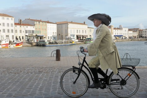 Cycling with Molière thumb
