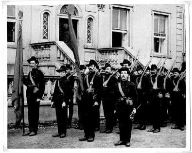 An Tine Beo Irish Citizen Army outside Liberty Hall thumb